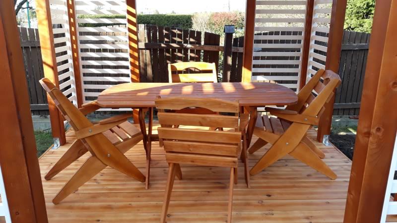 Drewniany stół ikrzesła